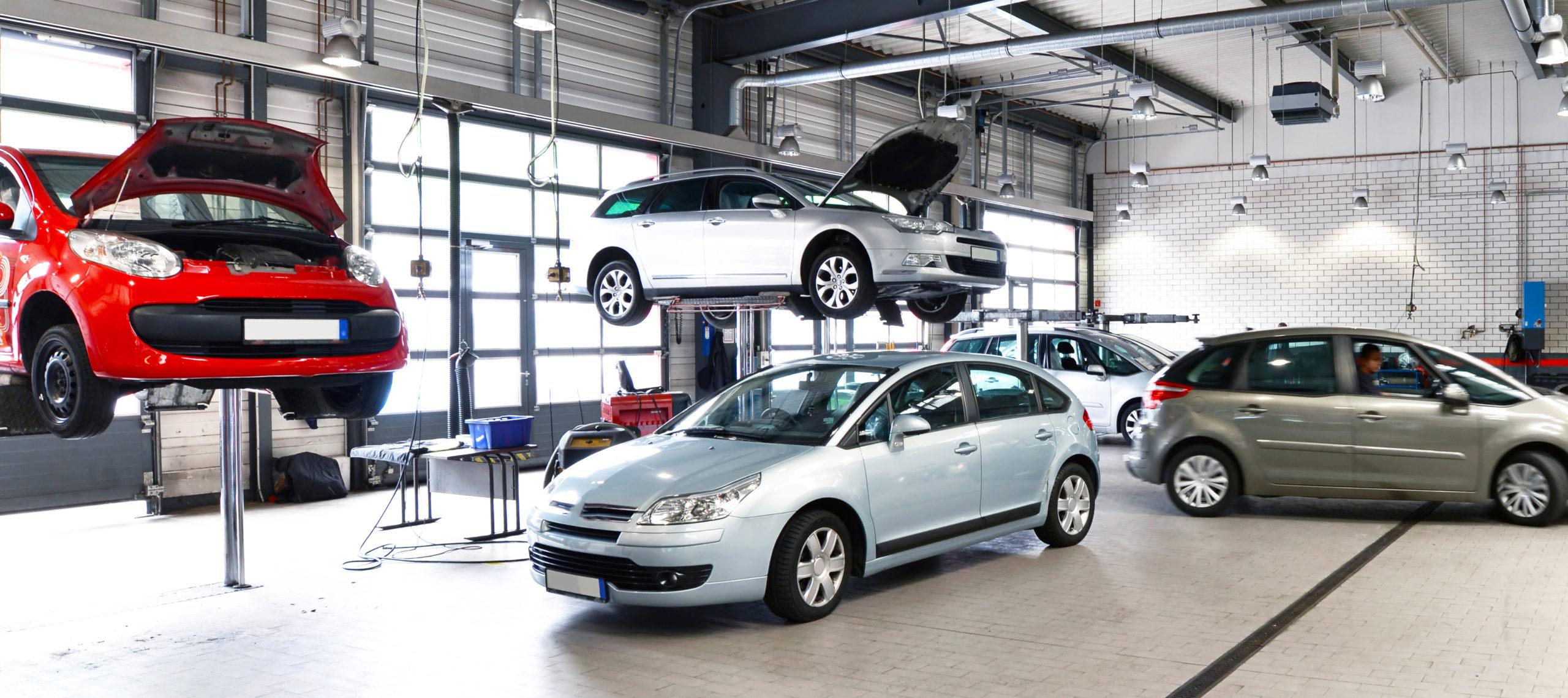 Vermietung - moderne Autowerkstatt // Car repair workshop